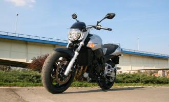 Moto: Suzuki GSR 600