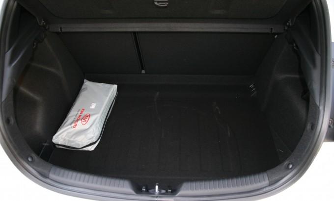 Prtljažnik ima zapreminu od 380 litara