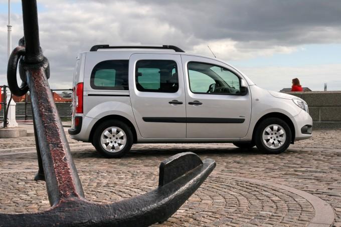 Proizvodi se u tri dužine, kao putnička, teretna i kombinovana verzija