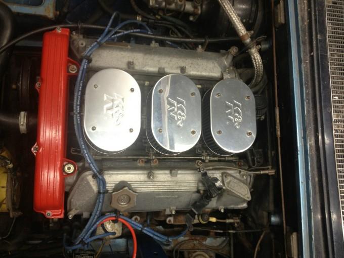 Tri dvogrla karburatora činili su motor pomalo nepredvidivim