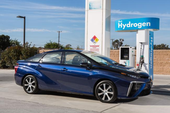 2016_Toyota_Fuel_Cell_Vehicle_014__mid