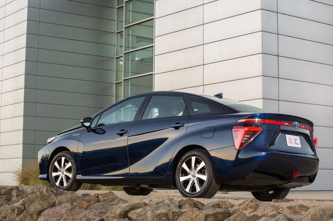 2016_Toyota_Fuel_Cell_Vehicle_033__mid