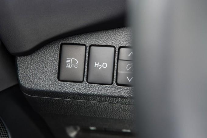 Auto-magazin-Toyota-Mirai-cistija-od-mle