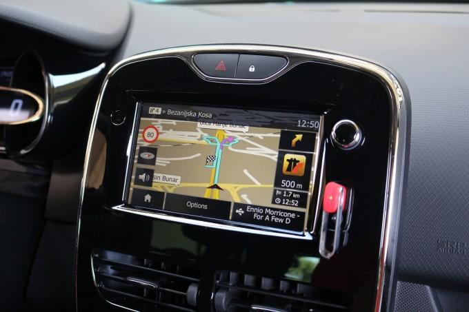 Multimedijalni uređaj sa navigacijom i preciznom mapom Srbije