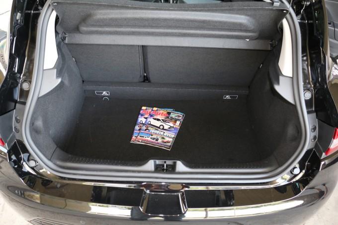 Sasvim zadovoljavajući prtljažnik za jedan gradski auto