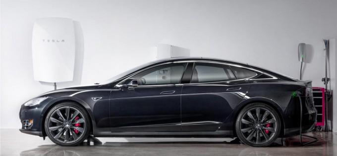 Tesla Powerwall home battery revealed, rechargers from solar panels tesla baterije