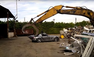 Kako najbrže uništiti Mercedes SLS AMG?