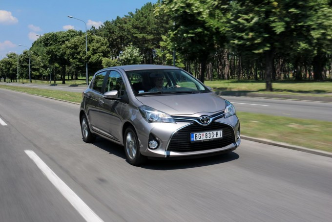 Auto-magazin-toyota-yaris-hybrid-hsd-015