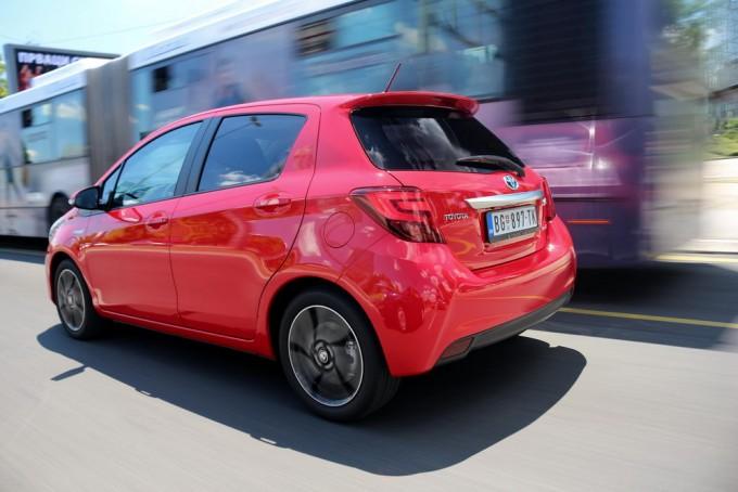 Auto-magazin-toyota-yaris-hybrid-hsd-021