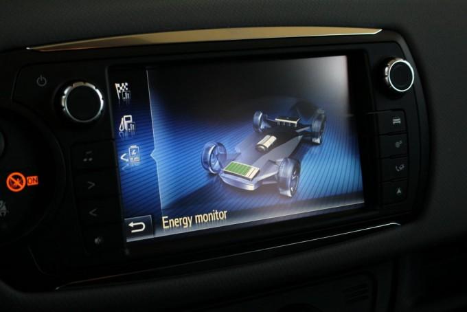 Auto-magazin-toyota-yaris-hybrid-hsd-026