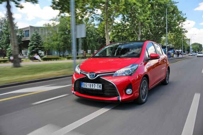 Auto-magazin-toyota-yaris-hybrid-hsd-05-