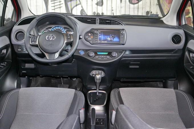 Auto-magazin-toyota-yaris-hybrid-hsd-06-
