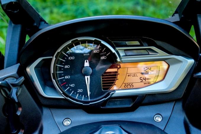 Auto magazin BMW 600 Sport test
