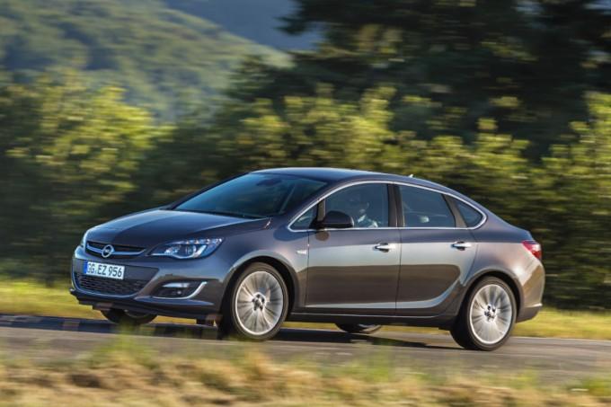 Opel astra limuzna enjoy akcija