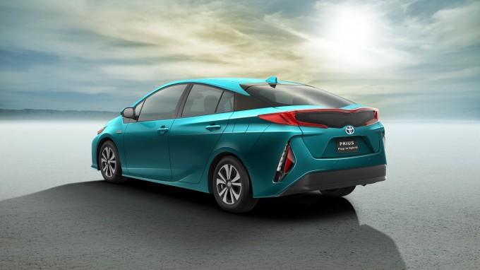 2017_Toyota_Prius_Plug_in_Hybrid_02-680x