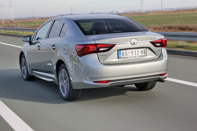 Auto magazin toyota avensis 2015 test review