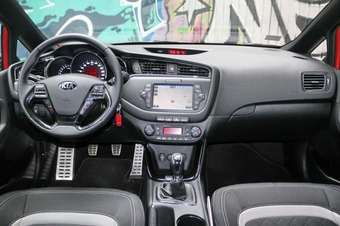 Auto magazin srbija kia cee'd SW t-gdi 1,0 gt line test review