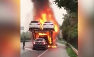 Neustrašivi vozač spašava auto iz zapaljenog kamiona