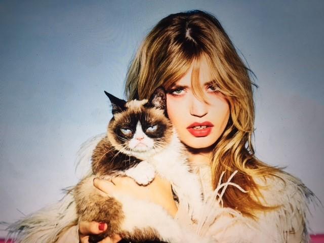 "auto magazin srbija Elen fon Unvert je fotografisala Džordžiju Mej Džeger i ""Grumpy Cat"""