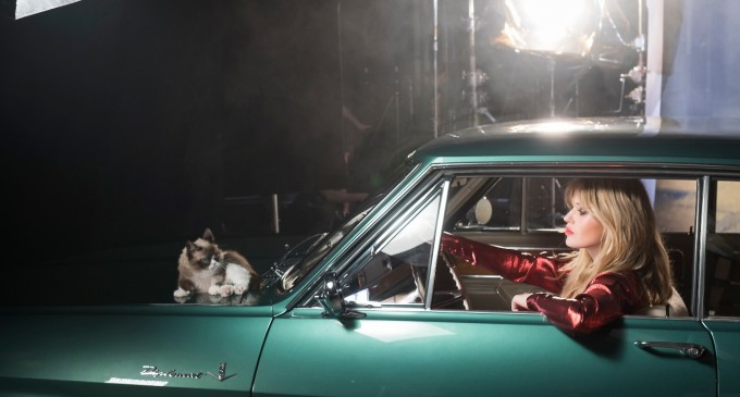 "Opel kalendar za 2017: Džordžija Mej Džeger i ""Grumpy Cat"""