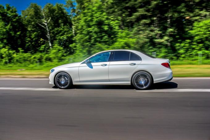 Auto magazin Mercedes E220d test 2016 02
