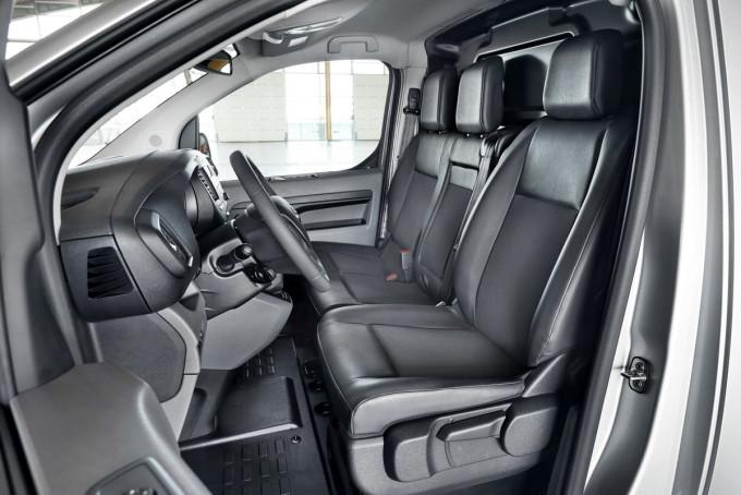 Auto magazin Toyota proace kombi preview 2016 07