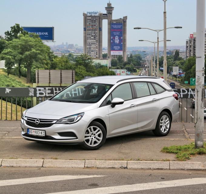 Auto magazin Opel Astra ST CDTI 01