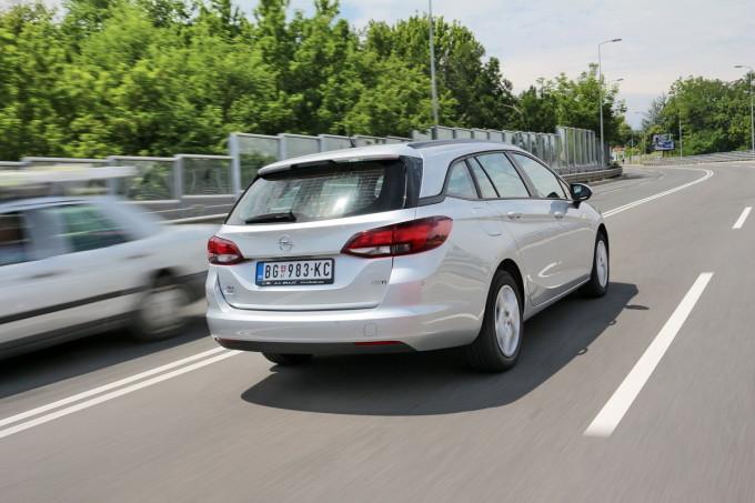 Auto magazin Opel Astra ST CDTI 013