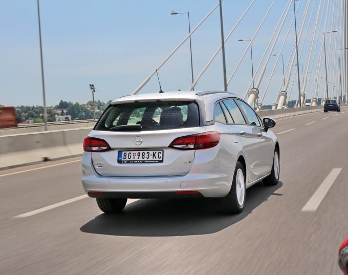Auto magazin Opel Astra ST CDTI 015