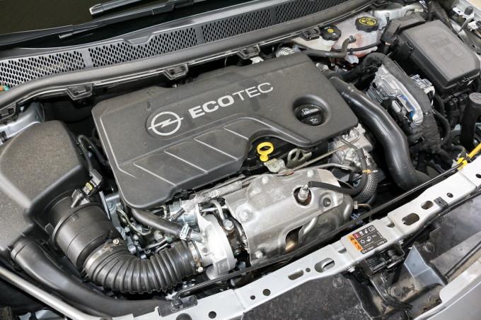 Auto magazin Opel Astra ST CDTI 02
