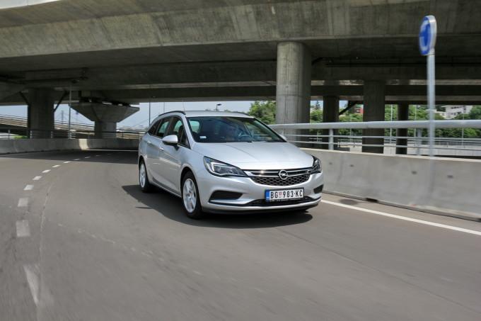 Auto magazin Opel Astra ST CDTI 020