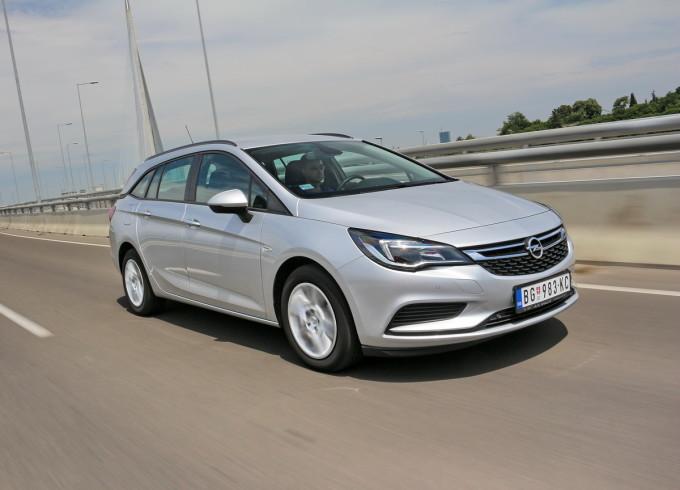 Auto magazin Opel Astra ST CDTI 021