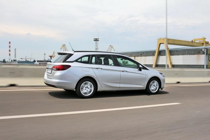 Auto magazin Opel Astra ST CDTI 024