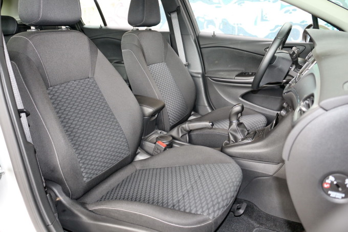 Auto magazin Opel Astra ST CDTI 06
