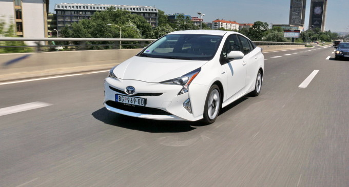 Test: Toyota Prius 4 Executive