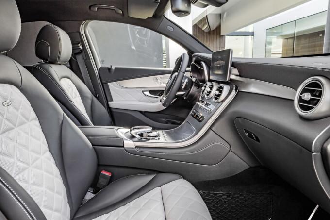 Mercedes-Benz GLC Coupé, Innenausstattung designo platinweiss/schwarz. ; Mercedes-Benz GLC Coupé, interior, designo platinum white/black;