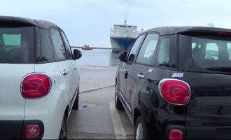 Ovako se transportuje Fiat 500L od fabrike do kupaca u Italiji