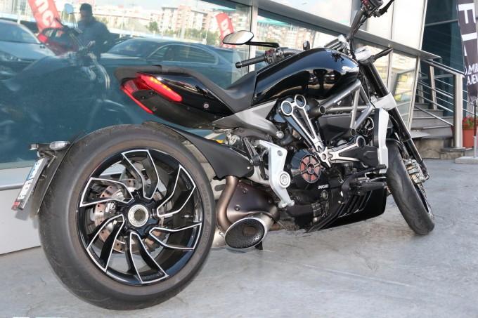 Auto Magazon Ducati XDiavel S termignoni