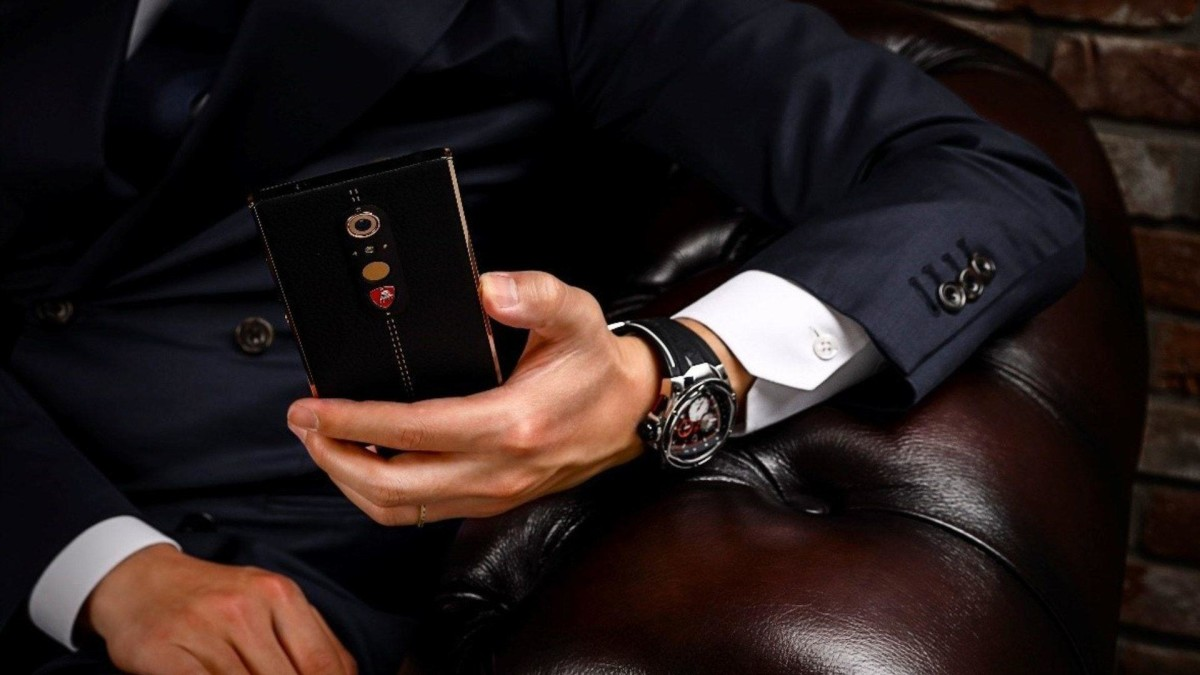 auto-magazin-srbija-lamborghini-alpha-one-smartphone