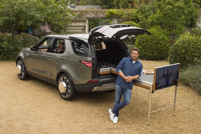 Auto-magazin-Srbija-Land-Rover-Discovery-Jamie-Oliver