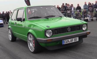 VW Golf 1 sa 455 KS zavodi red na stazi