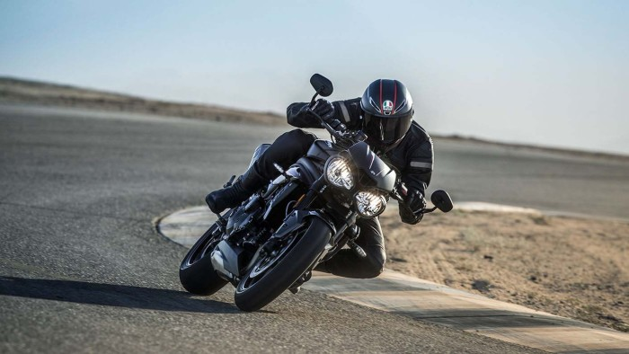 Auto magazin Triumph-Speed-Triple (2)