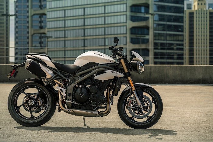 Auto magazin Triumph-Speed-Triple (4)