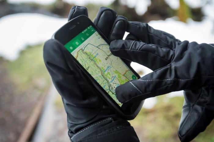 auto-magazin-srbija-land-rover-explore-smartphone