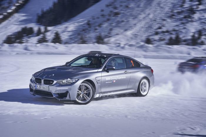 BMW M4 055