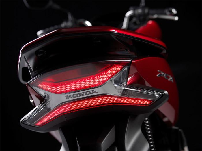 Auto-magazin-Honda-PCX-2