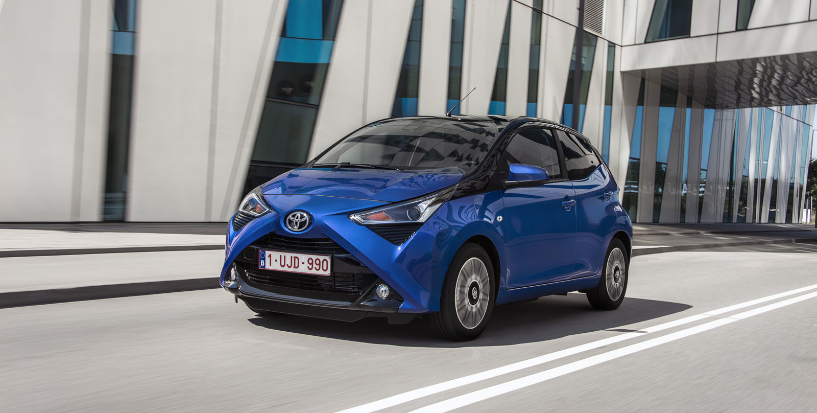 Photo toyota aygo commercial gets revenge on weather forecasters