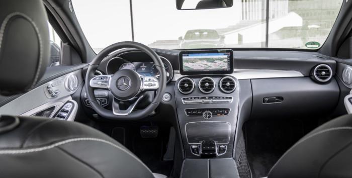 Mercedes-Benz C200 Limousine, selenitgrau metallic designo, Leder Nappa zweifarbig platinweiß pearl/schwarz.;Kraftstoffverbrauch kombiniert: 6,3-6,0 l/100 km; CO2-Emissionen kombiniert: 144-136 g/km* Mercedes-Benz C200 Sedan, selenite grey metallic Two-tone designo nappa leather platinum white pearl/black.;Fuel consumption combined: 6.3-6.0 l/100 km; Combined CO2 emissions: 144-136 g/km*