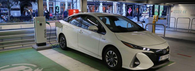TEST: Toyota Prius Plug-In Hybrid Sol