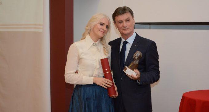 """Prestižno priznanje """"Kapetan Miša Anastasijević"""" uručeno generalnoj direktorki Delta Auto Grupe"""